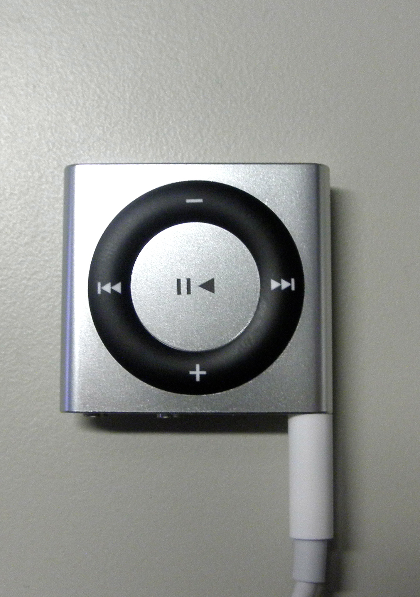 iPod shuffle with flush cable