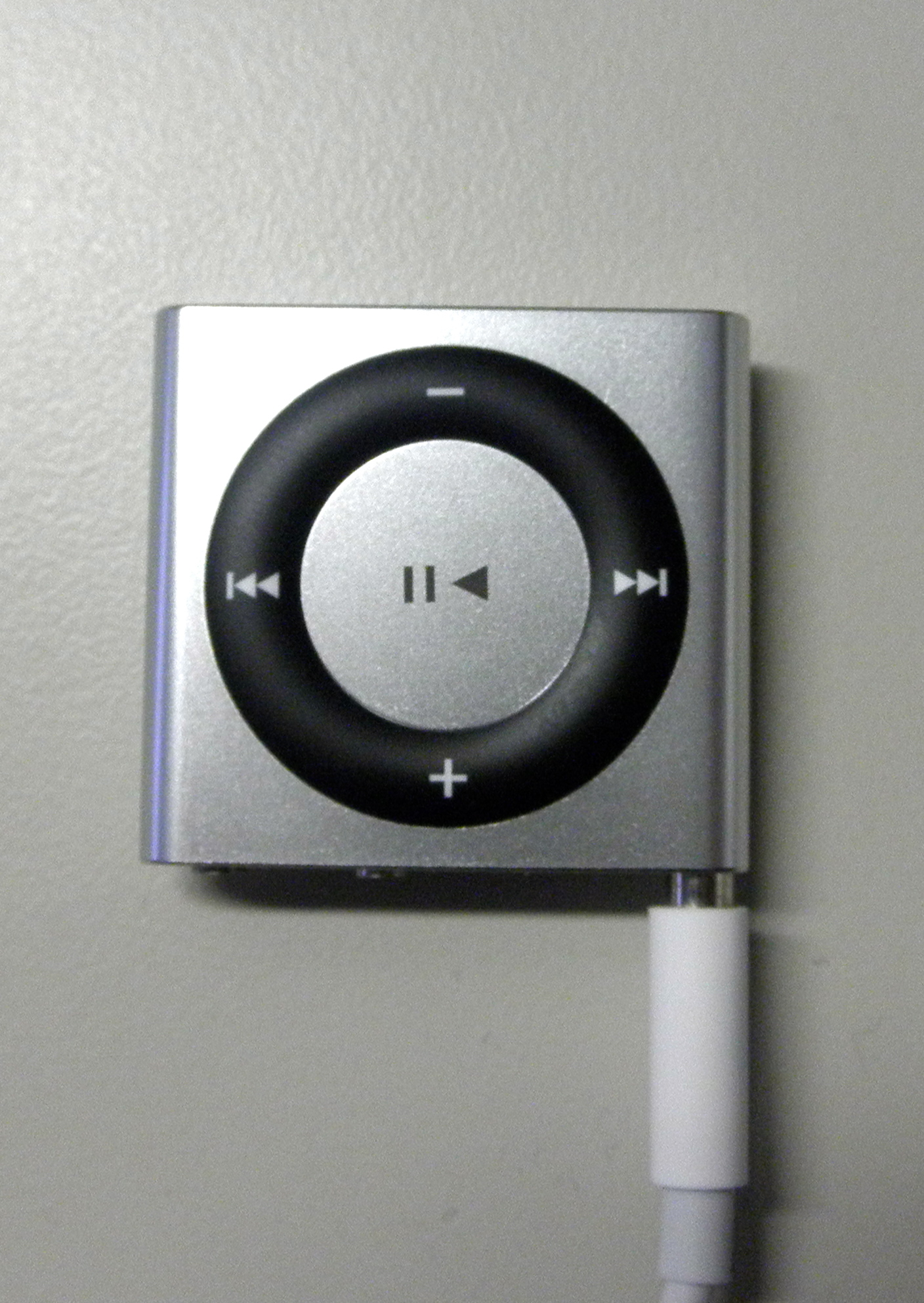 iPod shuffle with loose cable
